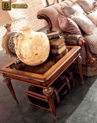 стол журнальный классический в интерьере гостиной Феникс
