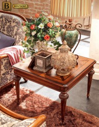 классический журнальный стол Феникс массив дерева в интерьере