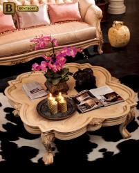 Классический журнальный стол на фигурных ножках цвет слоновая кость