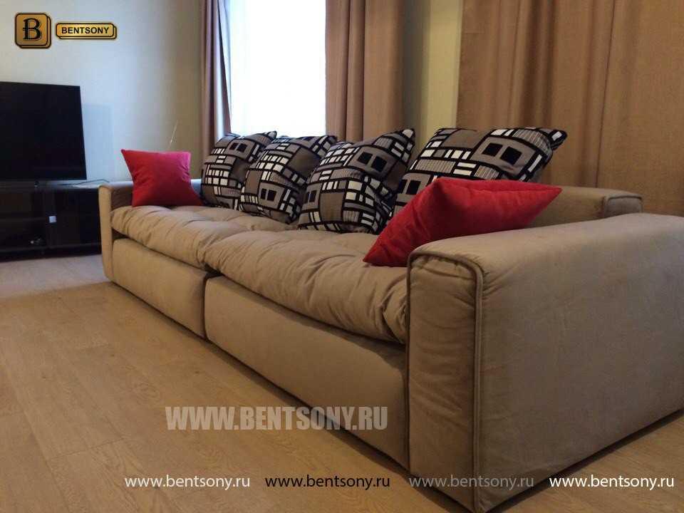 Прямой Тканевый Диван Бениамино с цветными подушками