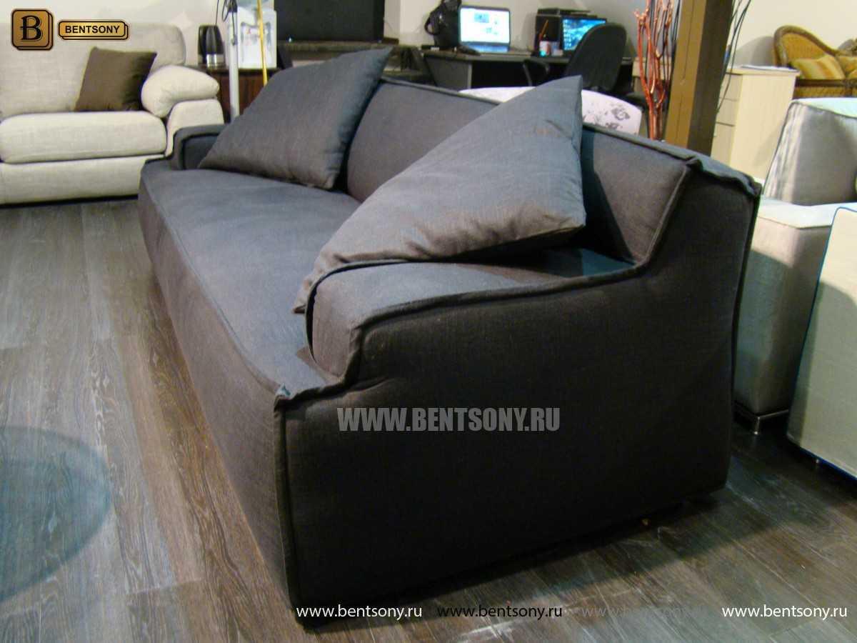 черный тканевый диван с подушками