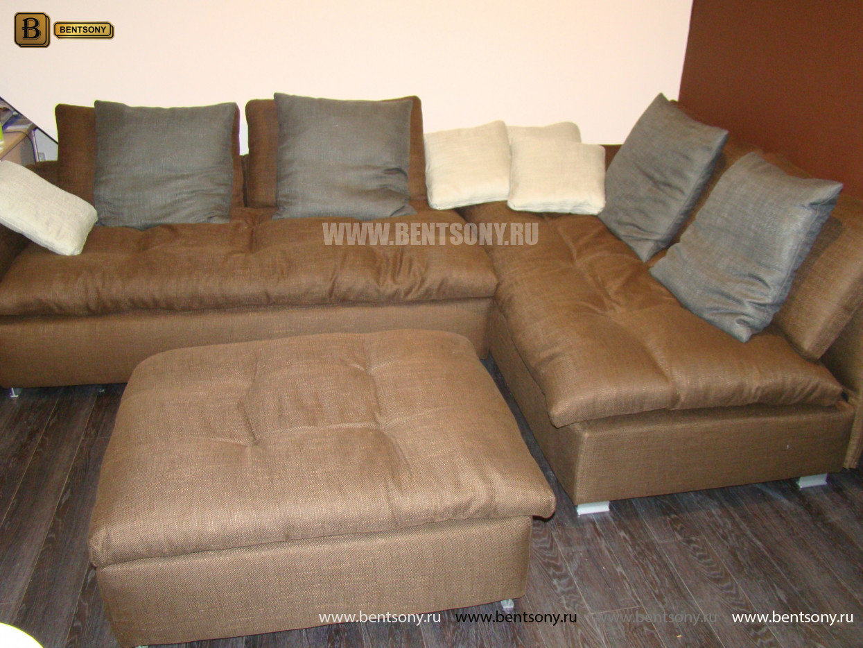 коричневый диван Арлетто с подушками и пуфом