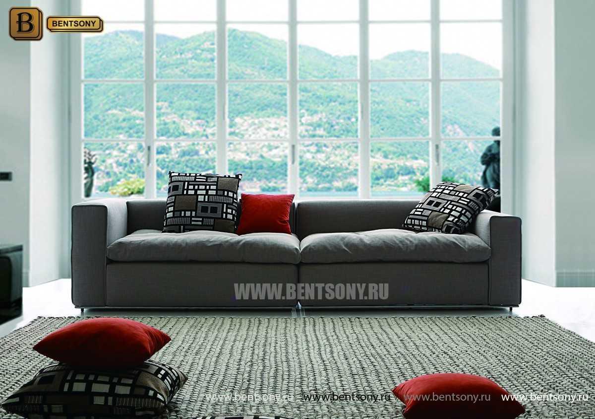 прямой диван с цветными подушками