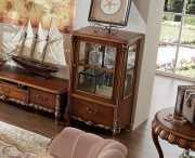 Широкая Витрина Лоренс для предметов декора (Классика, массив дерева)