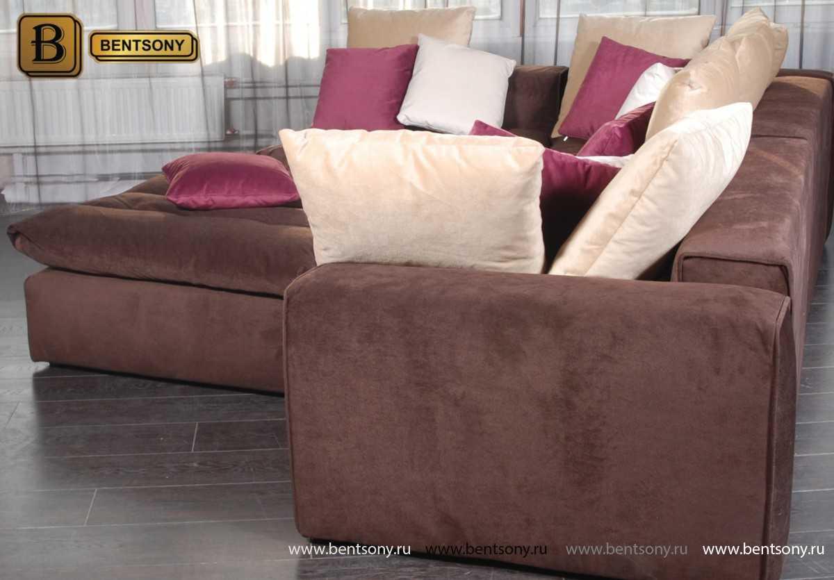 Коричневый угловой диван Бениамино цветные подушки