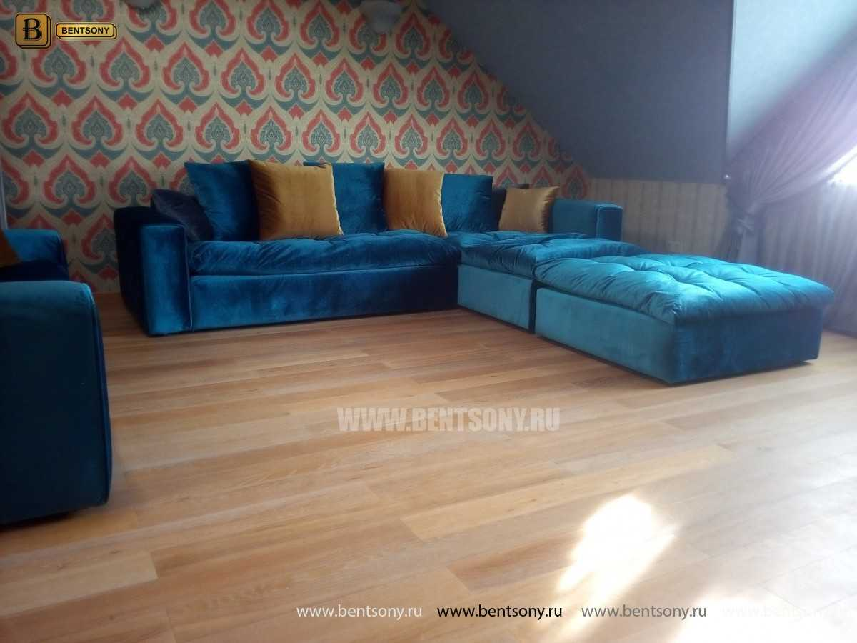 Угловой диван Бениамино с подушками и пуфом